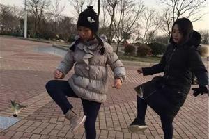 市南区中小学假期体育作业剪影:每天运动 健康过寒假